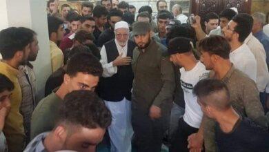 Photo of قائد عزم يعتلي منبر الجامع الكبير في اعزاز، ويحذّر من هذا الخطر!